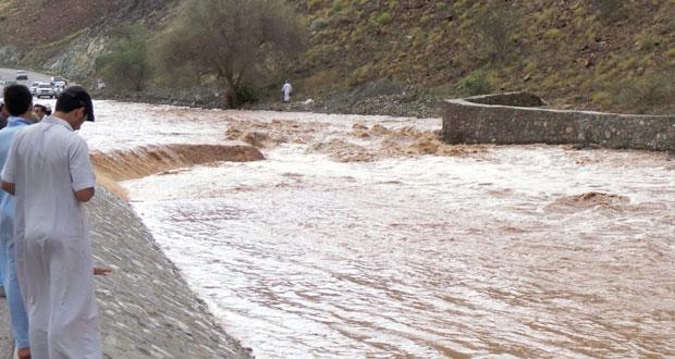 تواصل هطول الأمطار على عدد من محافظات السلطنة