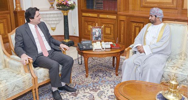 وزير ديوان البلاط السلطاني يستقبل السفير الفرنسي بمناسبة انتهاء مهام عمله