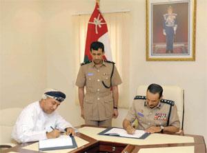 الشريقي يوقع خمس اتفاقيات لإنشاء وتطوير منشآت شرطية في محافظة شمال الباطنة