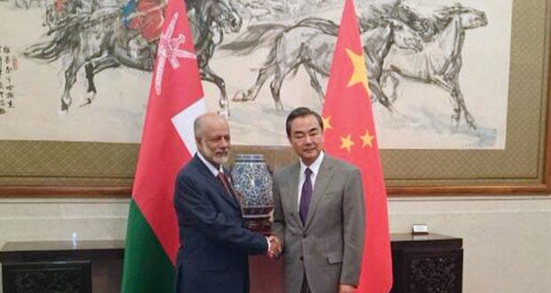 السلطنة والصين تبحثان  تطوير العلاقات الثنائية
