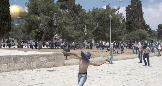 """الاحتلال يقتحم """" الأقصى """" ويصيب عشرات الفلسطينيين خلال قمع مسيرات داعمة لـ """" الأمعاء الخاوية """""""
