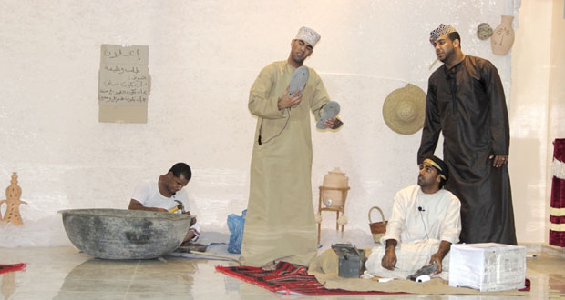 """""""معاق ولكن"""" عرض مسرحي لفرقة الصمود المسرحية بنـزوى"""