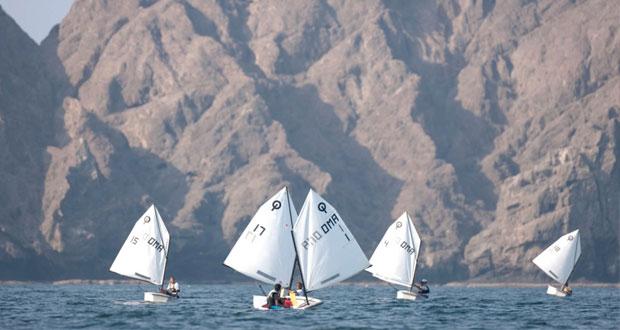 فريق عُمان للإبحار الوطني للناشئين يستعد لمنافسات سباق بطولة البارح في البحرين