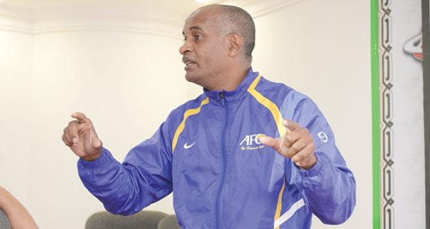 اتحاد الكرة يحدد شروط الالتحاق بدورات المدربين الآسيوية