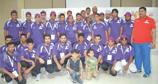 على الحبسي يلتقي بشباب المشاركين في معسكر شباب الأندية بمجمع بوشر