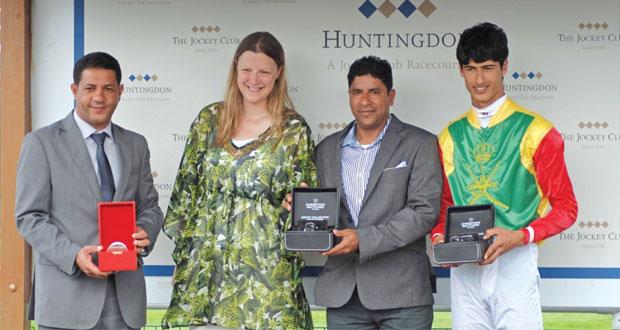 المهر المارد للخيالة السلطانية يفوز بسباق هانتجتون البريطاني