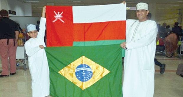 طفل عماني يرافق أحد لاعبي كأس العالم بالبرازيل ضمن برنامج ماكدونالدز