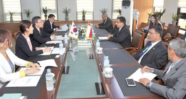 وزير الإعلام يزور لجنة التحكيم الصحفي والمؤسسة الكورية للاتصالات بكوريا