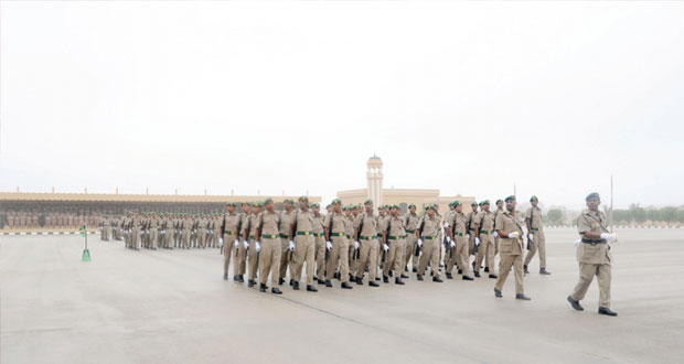 تخريج دفعة جديدة من سرايا الجنود المستجدين بقوات الفرق بالجيش السلطاني العماني