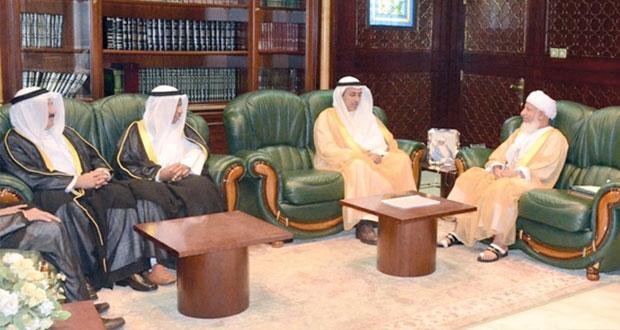 عبدالملك الخليلي واسحاق البوسعيدي والهلالي يستقبلون وفد معهد الكويت للدراسات القضائية والقانونية