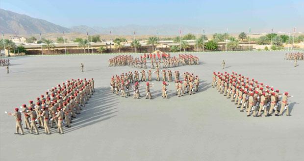 تخريج دفعة جديدة من الجنود المستجدين بالجيش السلطاني العماني