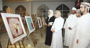 خمسون لوحة فنية ضمن افتتاح معرض لوحات كشميرية لوفاء الشكيرية