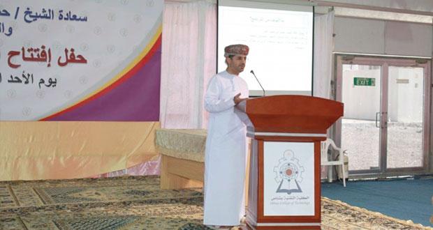 مجلس البحث العلمي يعرف ببرنامج دعم بحوث الخريجين في الأسبوع الثقافي الأول في تقنية بشناص
