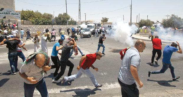 الفلسطينيون يشيعون شهيد الإرهاب الإسرائيلي ومواجهات بـ(الأقصى)