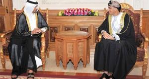 نيابة عن جلالة السلطان .. فهد بن محمود يستقبل ممثل أمير قطر ويستعرضان الأوضاع الراهنة