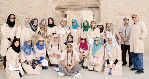 التراث والثقافة تواصل توثيق تجمعات المباني التاريخية في السلطنة بالتعاون مع جامعة السلطان قابوس