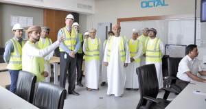 وزير التجارة والصناعة يزور المجمع الصناعي لشركة أوكتال في صلالة