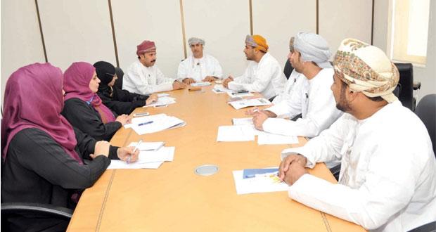 اللجنة الدائمة لدراسة المقترحات والابتكارات والأفكار تناقش إنشاء مشروع صندوق دعم للعاملين العمانيين بالقطاع الخاص