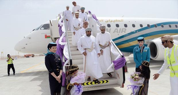 تزامنا مع يوم النهضة المباركة.. مطار الدقم يستقبل أولى رحلات الطيران العماني