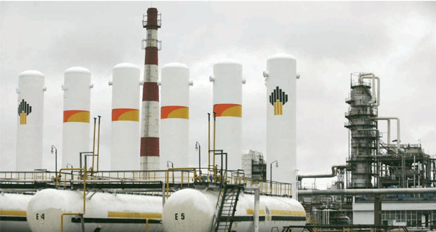 النفط يتماسك فوق 107 دولارات والبيانات الاقتصادية القوية تدفع الذهب للتراجع