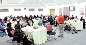 تبادل الآراء والتعرف على التجارب الناجحة في ملتقى القيادات النسائية بـ(أوربك)