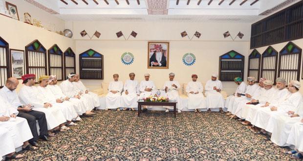 وزير التجارة والصناعة يلتقي برجال الأعمال بغرفة تجارة وصناعة عمان