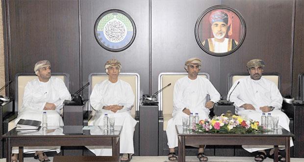 الفطيسي: مقترح لإنشاء هيئة خاصة بالقطارات ومعدات جديدة لتعزيز العمل بميناء صحار