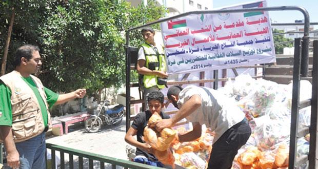 الهيئة العمانية للأعمال الخيرية توزع تبرعات الشعب العماني على المتضررين والمشردين من الحرب فـي غزة