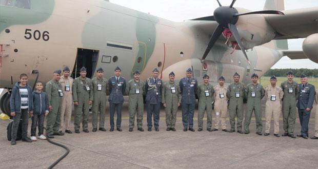 قائد سلاح الجو السلطاني العماني يزور المعرض الدولي للطيران بقاعدة فيرفورد الجوية ببريطانيا