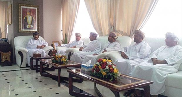 رئيس بلدية ظفار يلتقي بوفد جمعية الصحفيين