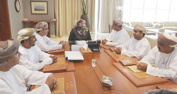 راوية البوسعيدية تلتقي مجلس إدارة جمعية الصحفيين العمانية