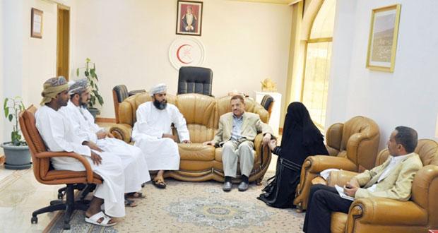 وفد وزارة الصحة اليمنية يزور المؤسسات الصحية بالداخلية