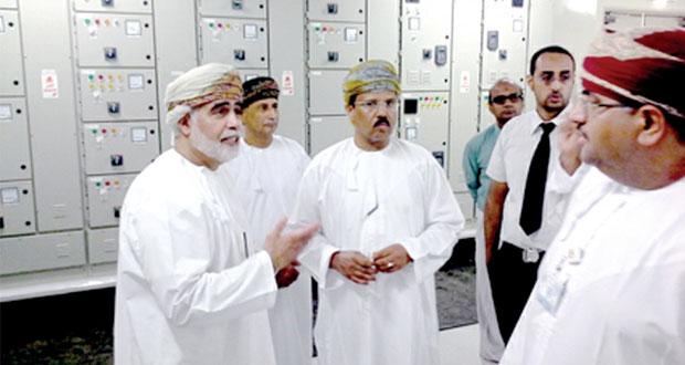 عدد من المسؤولين بوزارة الصحه يزورون مركز القلب والرنين وموقع مستشفى السلطان قابوس الجديد بصلالة