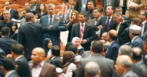 البرلمان العراقي يفشل في أولى جلساته والنواب يصطفون لـ(الامتيازات)
