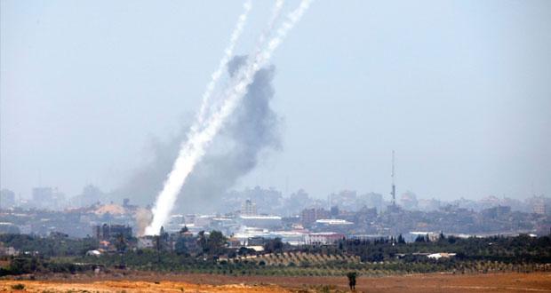 المقاومة تستهدف مواقع للاحتلال بالصواريخ..ووزير الحرب الإسرائيلي هرب إلى الملجأ