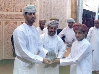 سعد المرضوف يكرم المشاركين في مسابقة حفظ القرآن الكريم بالمصنعة
