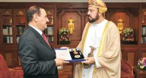 جلالة السلطان يمنح وسام النعمان للسفير الأردني