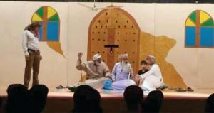 """مسرحية """"الكنز"""" لفرقة الشهباء للفن والإبداع تستقطب جمهور مسرح نادي نـزوى"""