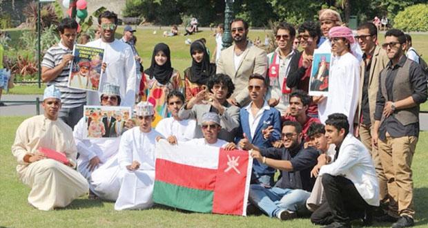 الطلبة العمانيون بمدينة بورنموث ببريطانيا يحتفلون بيوم النهضة المباركة