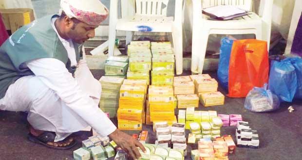 ضبط 800 علبة من الأدوية والمستحضرات العشبية غير المرخصة بمركز البلدية الترفيهي بصلالة