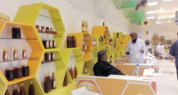 اختتام سوق العسل العماني والنحالون يؤكدون أهميته لتنشيط الحركة التجارية المحلية