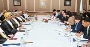 السلطنة وكوريا الجنوبية تناقشان سبل تطوير التعاون الاقتصادي والاستثماري