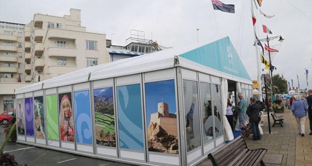 الخيمة العمانية تطلع زوارها على المقومات السياحية