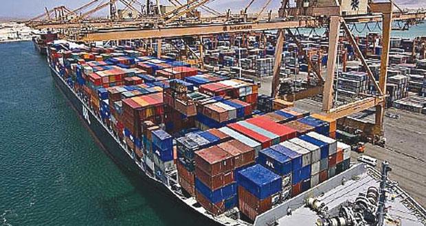 ميناءي السلطان قابوس وصلالة يسجلان ارتفاعا في حركة السفن والبضائع بنهاية النصف الأول