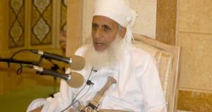 المفتي العام للسلطنة يلقي محاضرة بجامع السلطان قابوس بصلالة