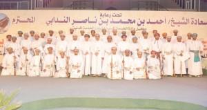 وكيل الخدمة المدنية يرعى العرس الجماعي لـ 42 عريسا بولاية صور