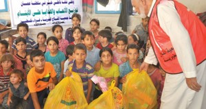 تواصل المساعدات العمانية للمتضررين والنازحين من الحرب في مراكز الإيواء بقطاع غزة