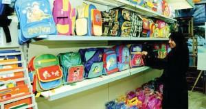 استعدادات متواصلة لأولياء الامور لتجهيز مستلزمات الأبناء في موسم العودة للمدارس