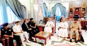 محافظ ظفار يستقبل وفد كلية الدفاع الوطني الهندية