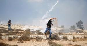 الاحتلال يصيب ويعتقل العشرات في مواجهات عنيفة بالقدس المحتلة